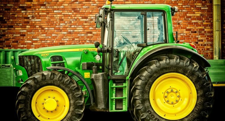 tractor-2077639_1920