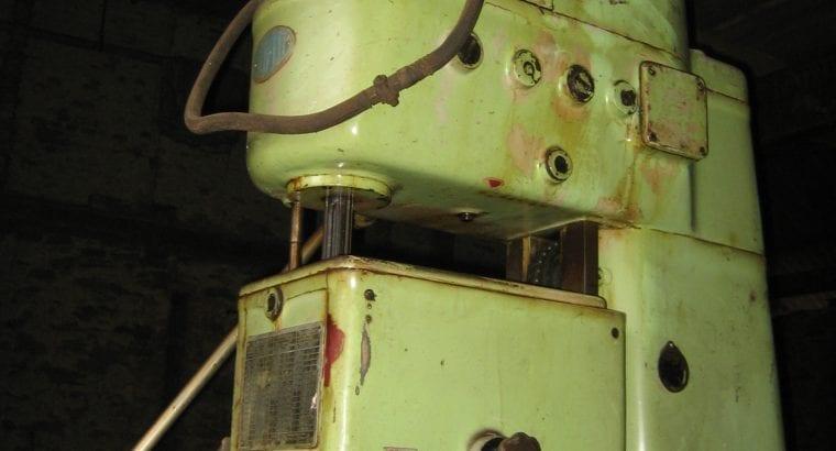 Strojní vrtačka 1500 kg, 3 m (CHOFUM WKA-40)